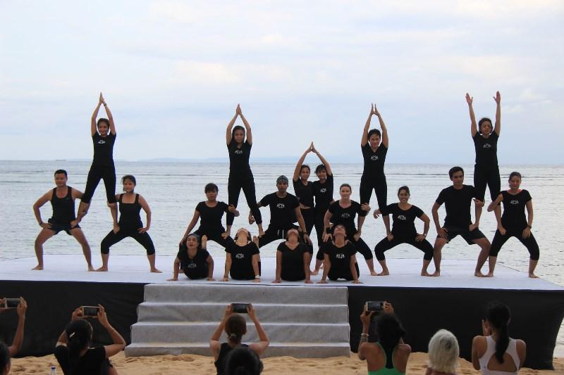 unicef-beach-family-yoga-5